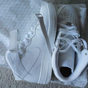 Nike Air force 1 all white. Like new. 8.5